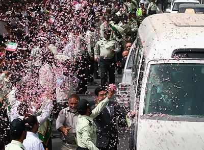 استقبال پرشور مردم شیراز از مقام معظم رهبری